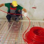 Comment détecter une fuite dans un sol chaud caché sous une chape en béton?