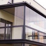 Vitrage panoramique d'un balcon: types et caractéristiques de la technologie