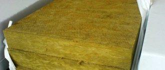 Plaques de laine minérale avec liant synthétique