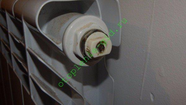 évacuation de l'air du système de chauffage d'un immeuble d'habitation